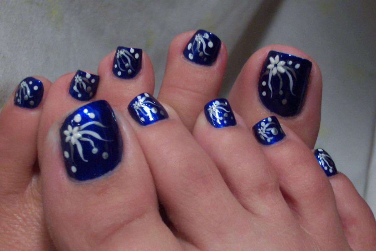 Дизайн ногтей педикюр зима