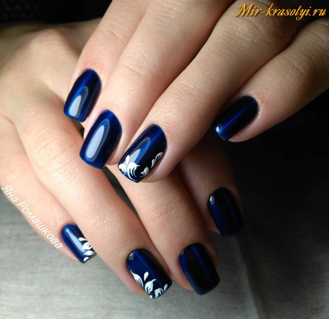 Маникюр под синее платье