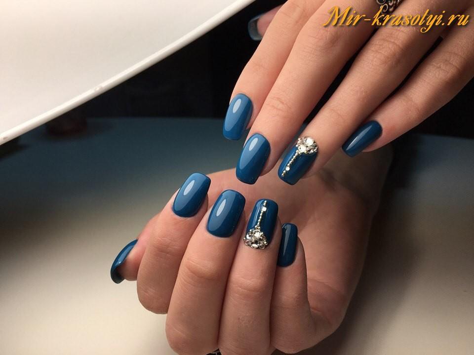 Какой сделать маникюр к темно синему платью