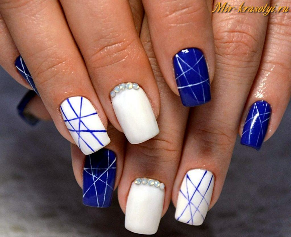 Дизайн ногтей бело синий