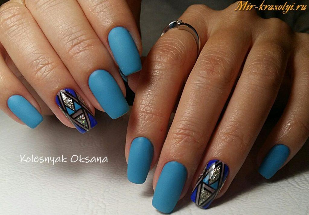 Дизайн на голубом гель лаке 91