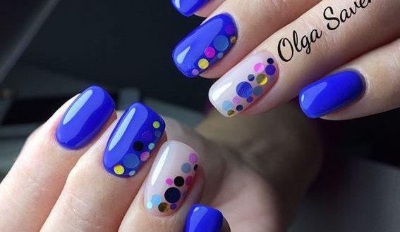 Маникюр с синими камифубиками