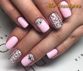 Маникюр в розовых тонах