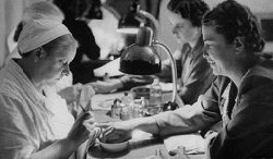 История возникновения наращенных ногтей: гель-лак и акрил.